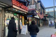 Arrecian guerra para prohibir por ley los 'e-cigarettes' de sabores y el vapeo en NY