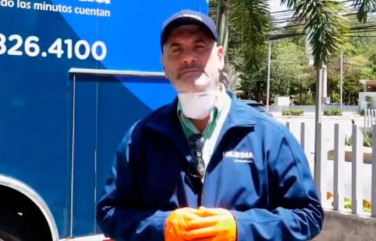 Gonzalo aparece en un video con barba y bigote