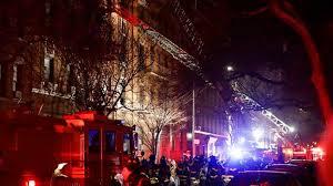 Los bomberos de Nueva York responden a un nuevo incendio en un edificio del Bronx