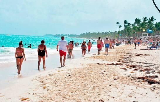La llegada de turistas cae 43,4 % hasta abril en República Dominicana por el COVID-19