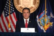 Leve repunte muertes en NY entre fricciones políticas por reapertura