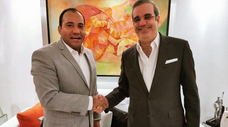 """Periodista Salvador Holguín asegura: """"El presidente Luis Abinader se puso los dos cocos y enfrentó al exmandatario Danilo Medina y a los conspiradores corruptos del PLD que están descalificados para hablar"""""""
