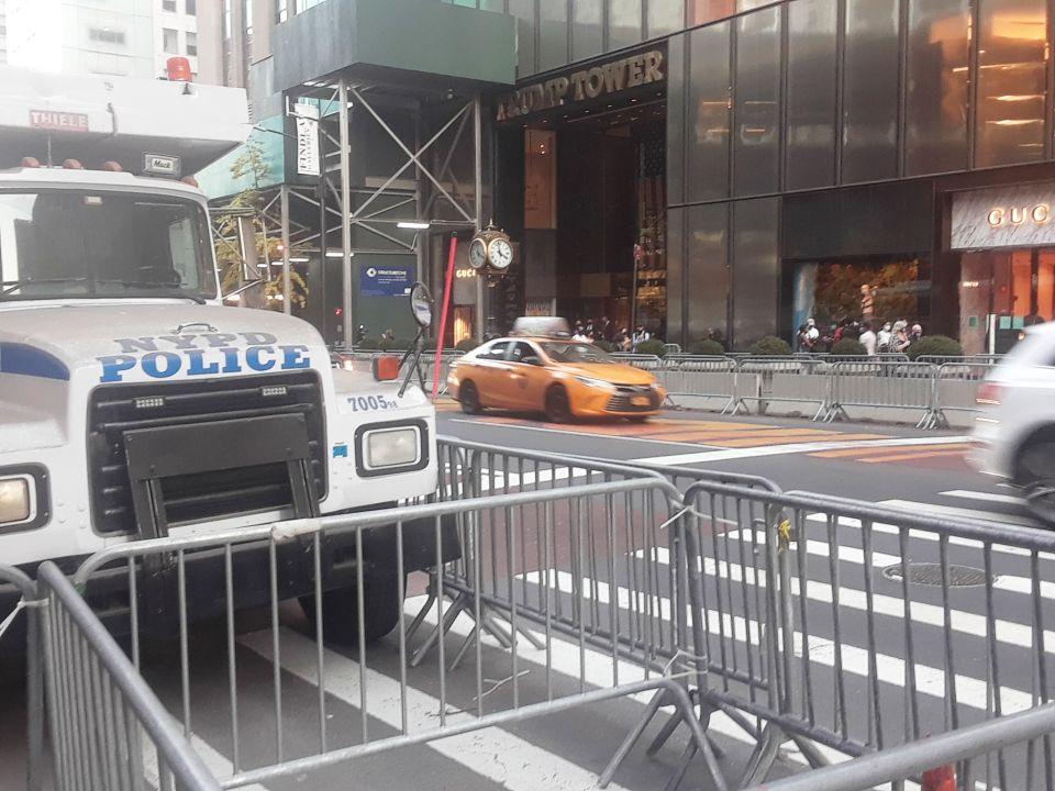 5ta Av de Nueva York en ruta a la normalidad: policía y Servicio Secreto planean retiro de Trump Tower, luego de cuatro años de calles cerradas