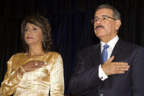 Allanan apartamento del hermano de Cándida Montilla esposa de Danilo Medina; fiscales buscan evidencias para procesarlos por corrupción