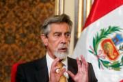 El presidente de Perú cambia los mandos policiales y da de baja a 15 generales tras la represión de manifestantes