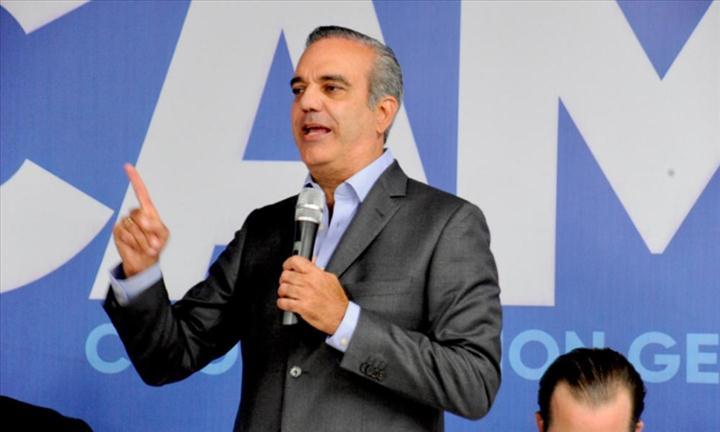 Presidente Luis Abinader busca declarar tabaco como patrimonio cultural de República Dominicana