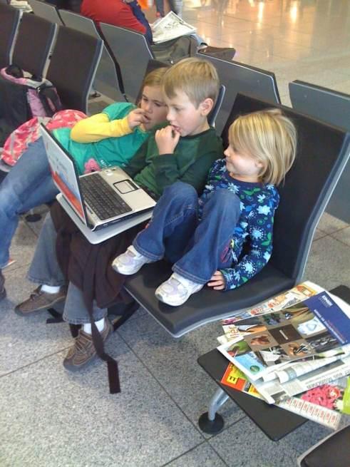 list of online tools that make traveling abroad easier | ListPlanIt.com