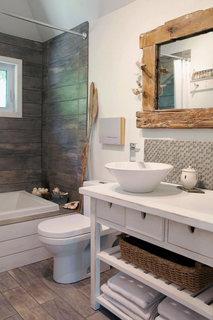 id e d coration salle de bain 10 salle de bains avec c ramique effet bois et miroir avec. Black Bedroom Furniture Sets. Home Design Ideas