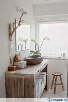 Id e d coration salle de bain meuble en bois de r cup for Idee deco salle de bain simple