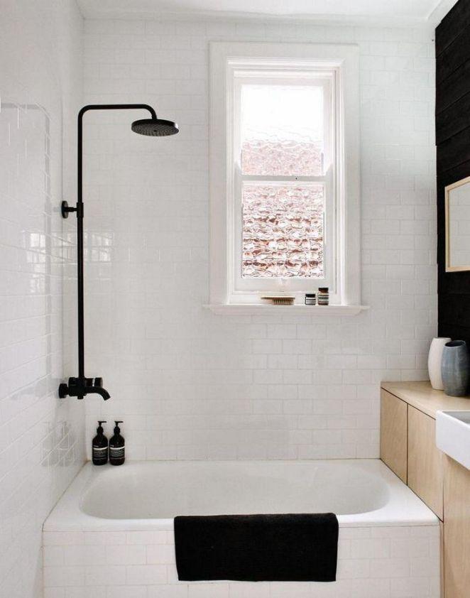 Idée décoration Salle de bain - petite salle de bains en noir et ...