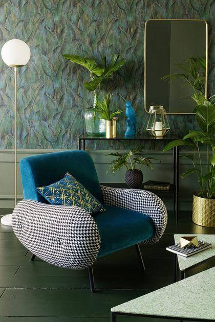 Déco Salon Dans cette ambiance fauteuil vintage bleu canard  l