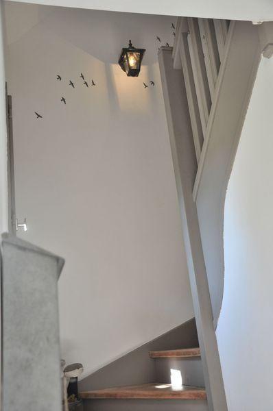 Déco Salon - Escalier Peint Blanc Et Gris. Source : Page Blanche N