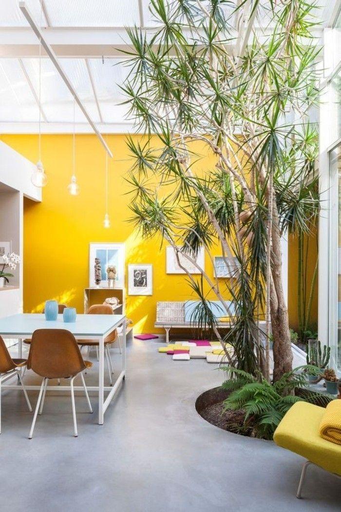 d co salon mur jaune moutarde salon ouvert et lumineux qui invite l 39 ext rieur listspirit. Black Bedroom Furniture Sets. Home Design Ideas