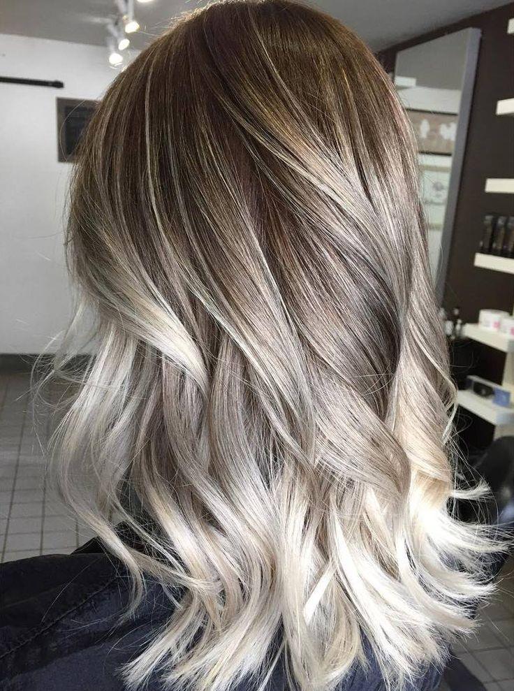 Cheveux brun avec balayage blond