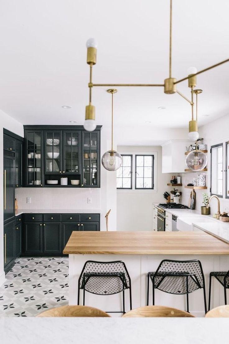 awesome ide relooking cuisine u cuisine blanche avec plan de travail en bois et mobilier de couleur ardoise with cuisine avec plan de travail with relooker