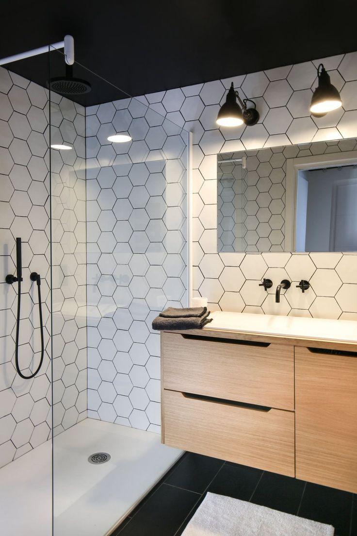 dco salle de bain noir et blanc la couleur une bonne astuce dco pour une petite salle de bain. Black Bedroom Furniture Sets. Home Design Ideas