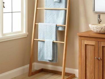 id e d coration salle de bain porte coulissante grange en bois brut et salle de bains moderne. Black Bedroom Furniture Sets. Home Design Ideas