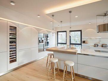 id e d coration salle de bain une porte de grange rustique coulissante en bois pour cacher la. Black Bedroom Furniture Sets. Home Design Ideas