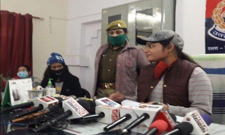 Himanshi Gupta Made Guest Sho At Grp Agra Cantt Station Under Mission Shakti – मिशन शक्तिः थानेदार छात्रा ने कैंट स्टेशन का बगैर मास्क यात्री को समझाया कोरोना का खतरा