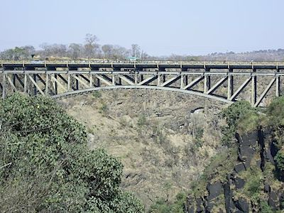 Bungee_jumping_from_the_Victoria_Falls_bridge.sized.jpg