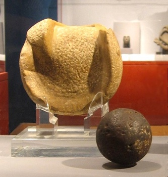 572Px-Mesoamerica - Manopla And Ball.Jpg