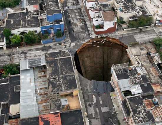 Giant-Sinkhole-Guatemala-City-Why 21263 600X450