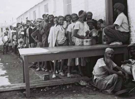 D822-095 Zoltan Kluner 1949 - Yemenite Immigrants Outside Dining Hall