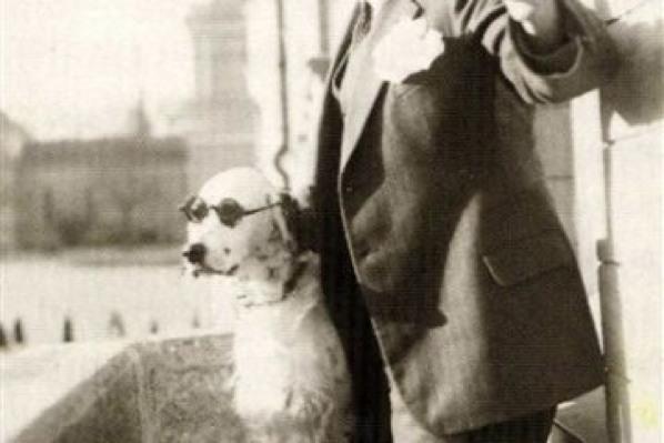 The dog that mocked Hitler