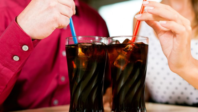 couple-drinking-soda