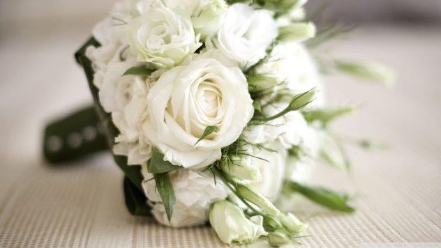 rsz_white-roses-bouquet_00451096