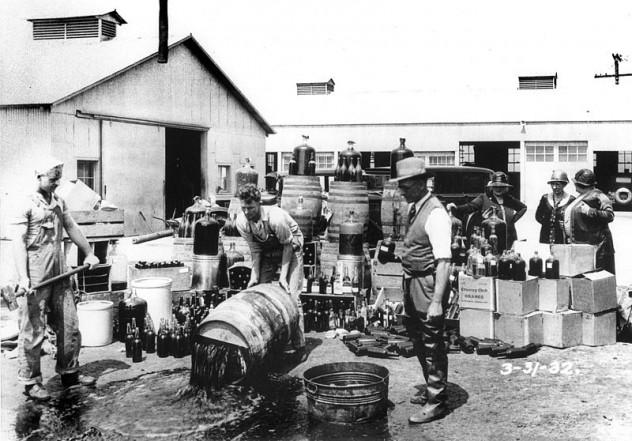 800px-Orange_County_Sheriff's_deputies_dumping_illegal_booze,_Santa_Ana,_3-31-1932
