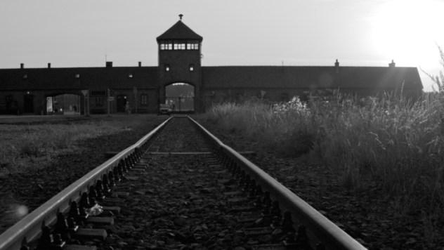 auchwitz Birkenau Entrance