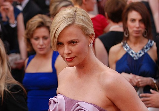 725px-Charlize_Theron