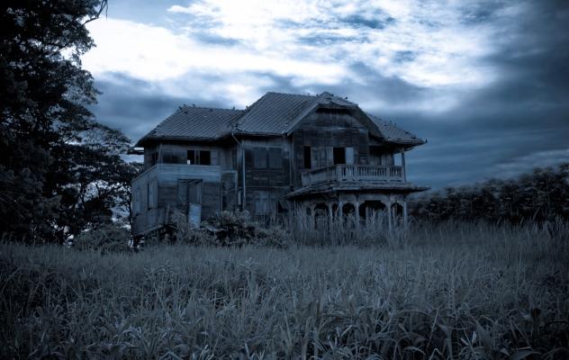 10 Creepy Stories Of Intruders Hiding In People S Homes