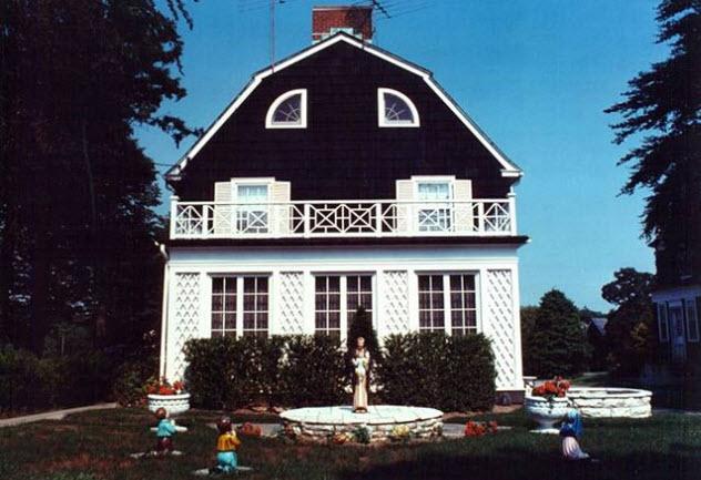 8-amityville-horror-house