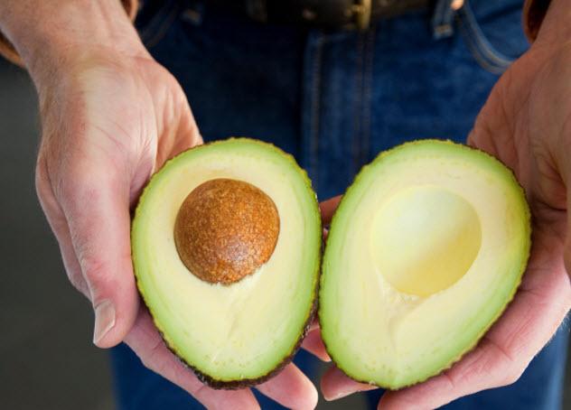 7-man-with-avocado_000011263121_Small
