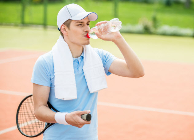 10-tennis-player-drinking_000066007921_Small