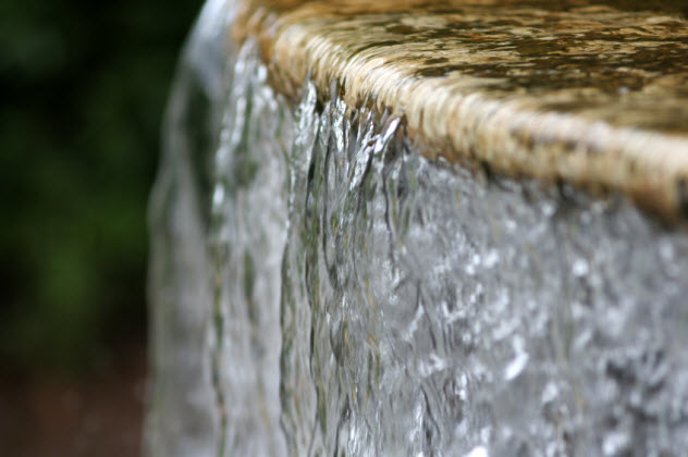 3-water-flowing-fountain_000003320174_Small
