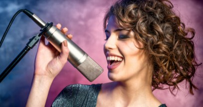 feature-singer_000056432840_Small