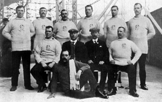 9-1908-london-team-darkened