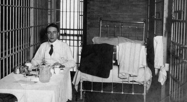 5-thaw-breakfast-in-jail
