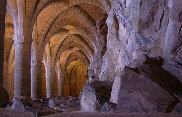 2-chillon-castle-dungeons