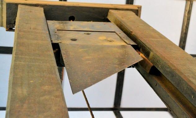 8b-guillotine-464077213