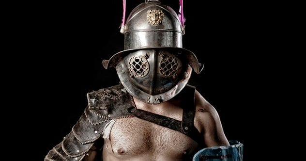 Ftrcio-thracian-gladiator-armour-helmet-shield