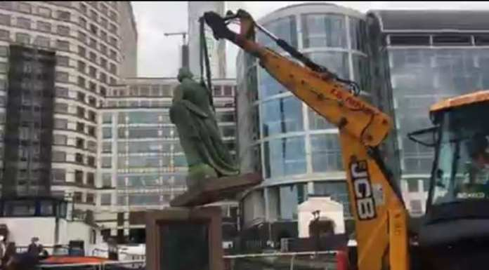 Robert Milligan: Statue of Slave Trader Removed from Outside London Museum