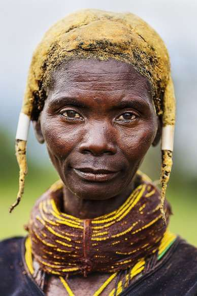 The Mwila Women of Angola and Their Fascinating Cow Dung Hairstyle