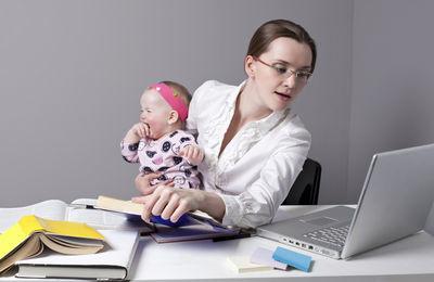 Выход на работу во время отпуска по уходу за ребенком до 1.5 лет: особенности, порядок оформления