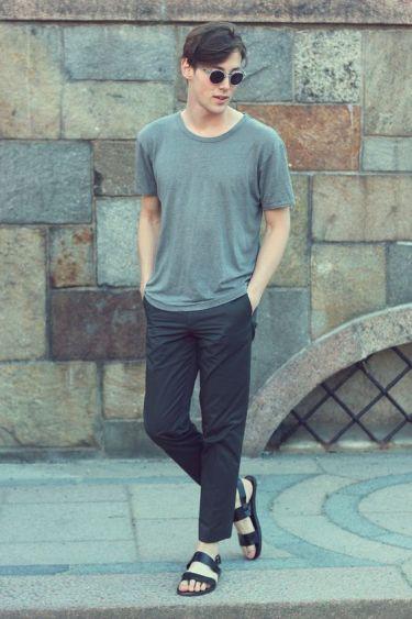 グレーTシャツが30代大人メンズの夏コーデを確実に格上げ!