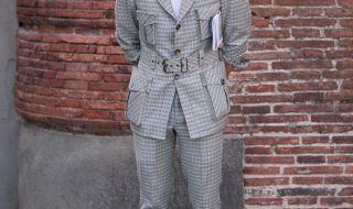 スーツ×スニーカー海外メンズコーデ