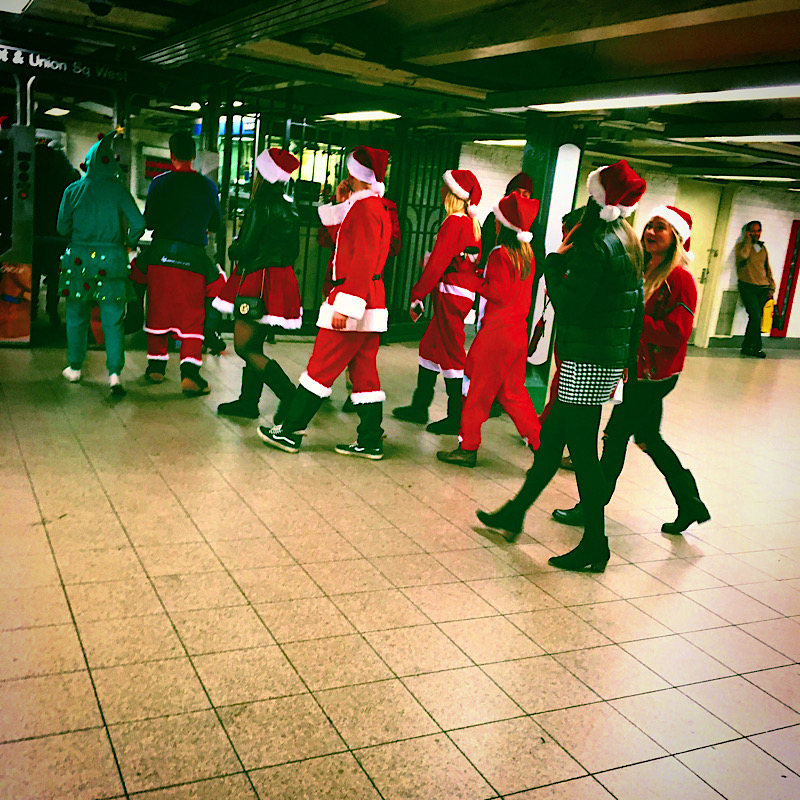 Christmas in New York City, Santacon